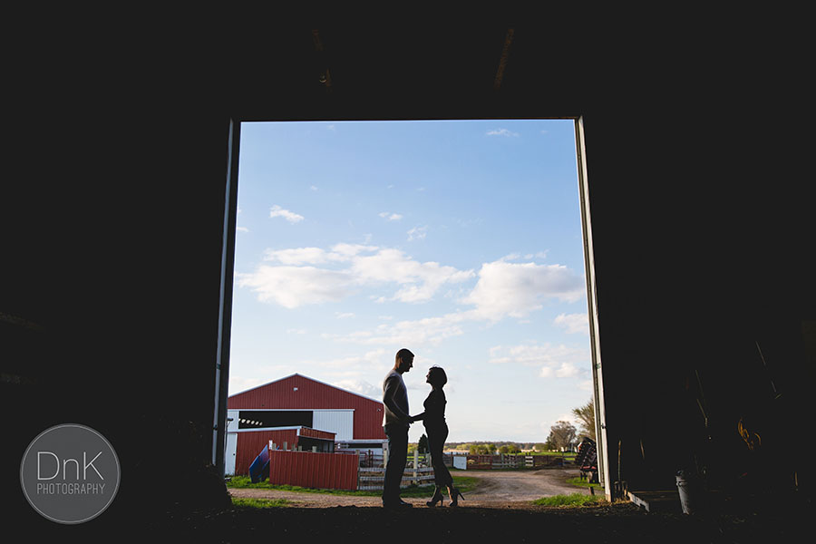 01-cute minnesota farm engagement session