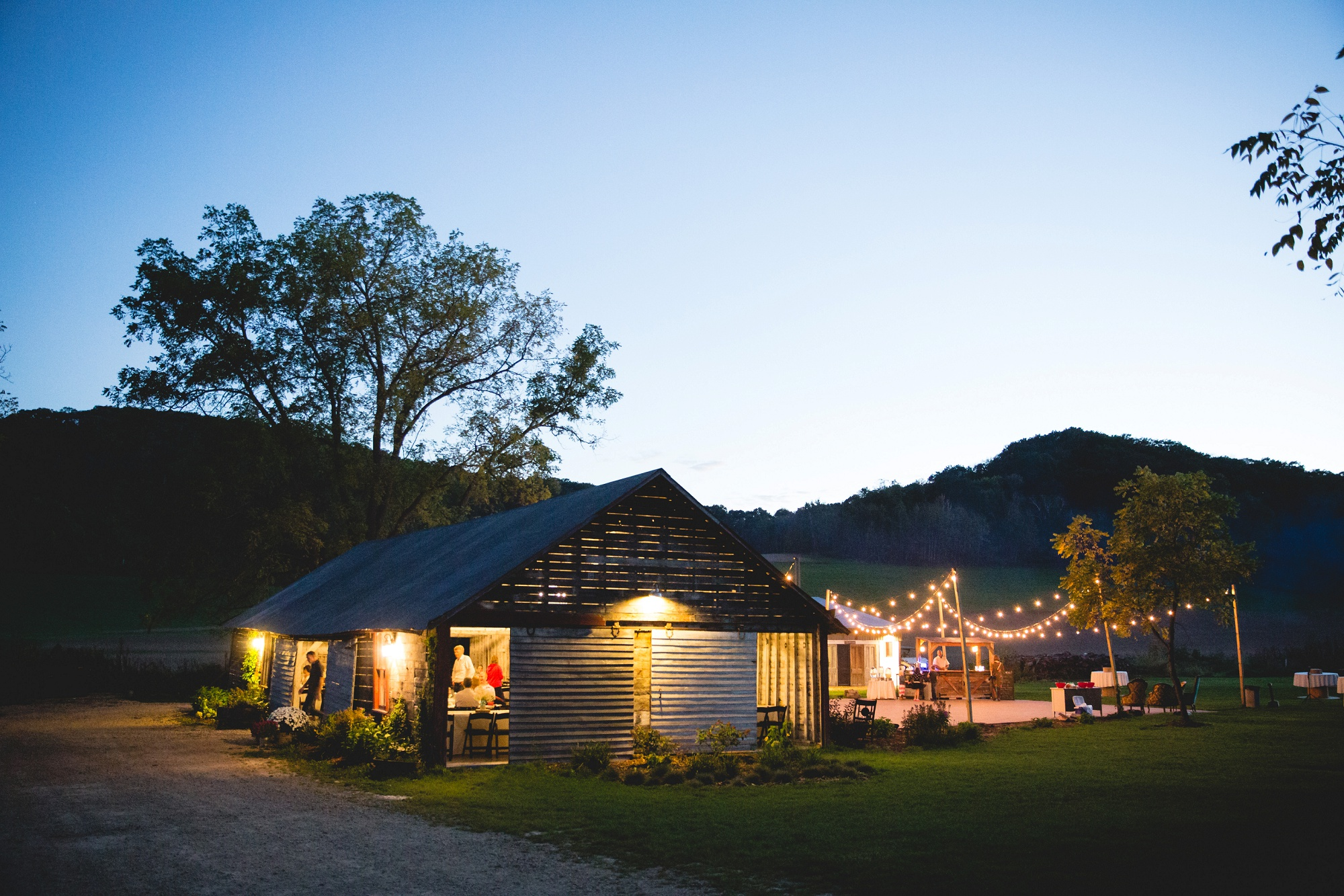 hidden meadow and barn wedding jordan and mackenzie